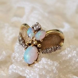 18k opal diamond ring